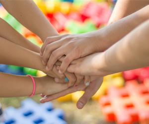 mains tendues et solidaires
